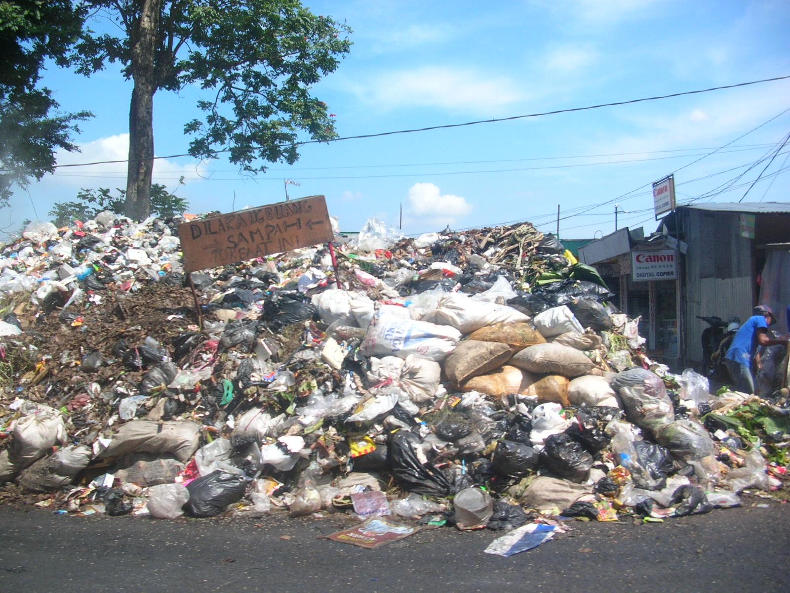 [Image: sampah-2.jpg]